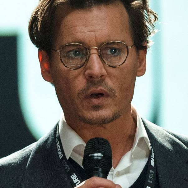 I fan di Oliver Peoples  Johnny Deep (Transcendence, il film) - Luziottica  Vision 737d7959bc68